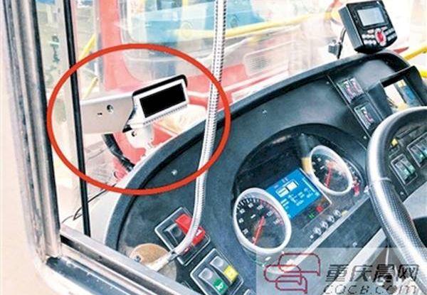 Около 200 автобусов в Чунцине оборудованы системой раннего оповещения, которая сканирует состояние водителя и в случае его усталости или рассеянности делает